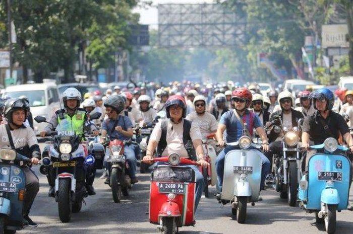 Cerita Wali Kota Bandung, Oded M Danial bonceng 4 anaknya pakai Vespa sampai berjualan es krim