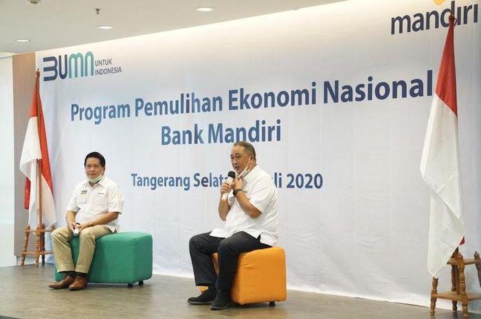 Direktur Utama Bank Mandiri Royke Tumilaar, saat seremoni penyerahan kredit PEN ke debitur segmen Mikro dan UKM bersama jajaran direksi Bank Mandiri di Bintaro, Banten, Rabu (8/7/2020)  Direktur Utama Bank Mandiri Royke Tumilaar, dalam video konferensi Rabu (19/8/2020)