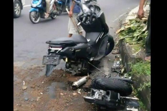 Kebelah dua! Kecelakaan Yamaha NMAX Vs Kijang Innova, Gagal Cornering langsung ambyar terlindas, ini videonya.