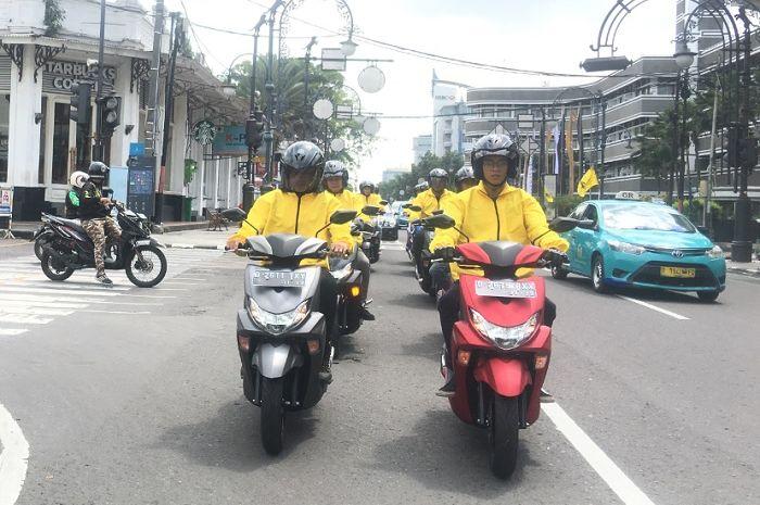 Keren, begini cara mengeksplorasi keindahan alam di Bandung ala Generasi 125 Yamaha.