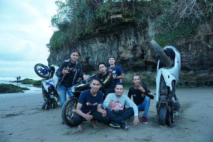 Klub motor Suzuki GSX Owner Indonesia (SUGOI) adakan kopdargab di Pantai Serang, Kabupaten Blitar, Jawa Timur, (3-4/10).