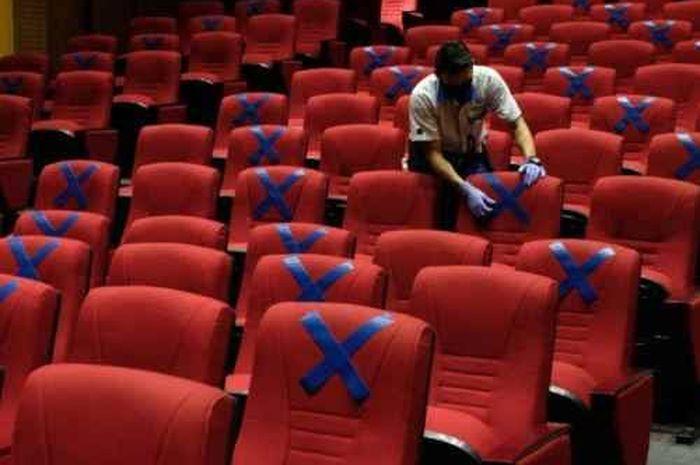 Cek fakta, penonton bioskop wajib keluar 30 menit sekali