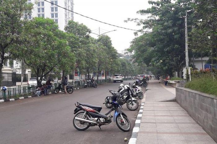 Buat bikers yang mau liburan ke Bandung, Jawa Barat wajib waspada, petugas akan berburu parkir liar di tempat wisata.