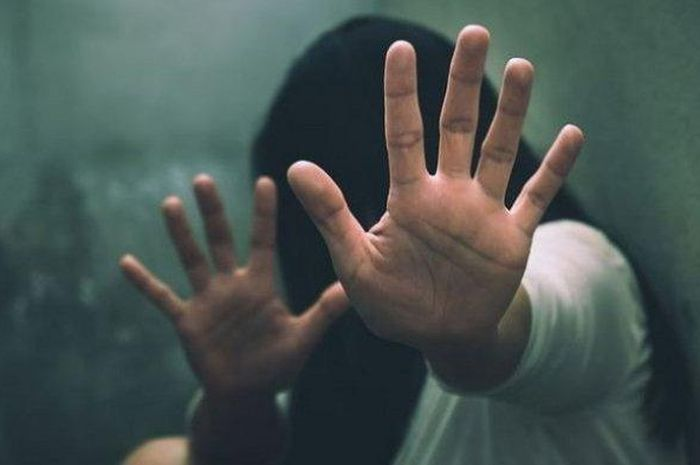 Ilustrasi pelecehan seksual. Remas bagian sensitif pemotor wanita yang naik Yamaha NMAX, kuli bangunan di Tuban ini ditangkap polisi