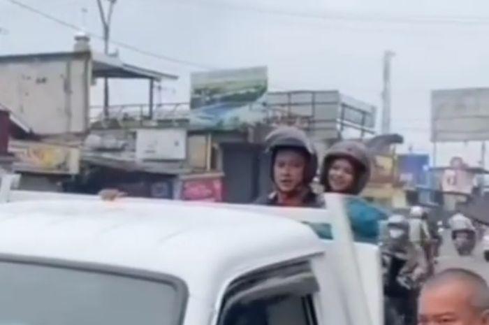 Viral pembuatan film bak di atas motor
