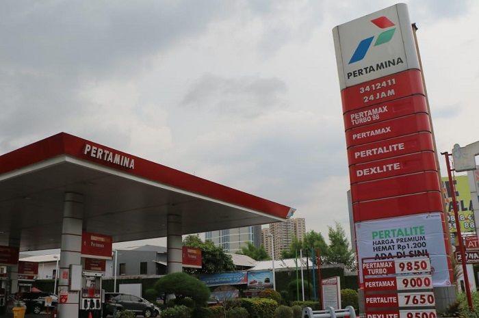 Asyik, Pertamina kasih harga khusus Pertalite jadi seharga Premium nih. Per Liternya jadi Rp 6.450 saja.