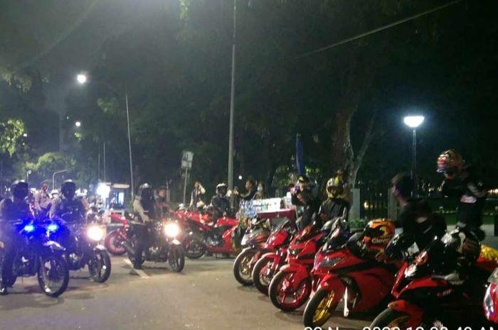 Polisi membubarkan kopdar klub motor di Gunung Sahari