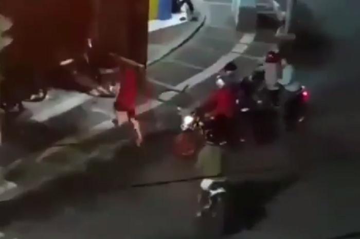 Viral, video detik-detik gerombolan geng motor rusak warnet di Tasikmalaya, Jawa Barat