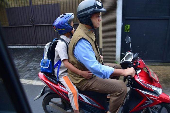 Gubernur DKI Jakarta Anies Baswedan suka anter anak ke sekolah naik motor, kini ia dikabarkan positif terinfeksi virus Corona atau Covid-19.
