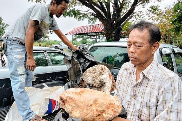 Bikers melongo lihat nelayan ini usai temukan kotoran termahal di dunia, sudah ditawar Rp 44 miliar.