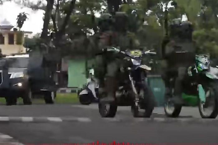 Buru kelompok teroris Ali Kalora dari Mujahidin Indonesia Timur (MIT) pasukan Tontaikam pakai motor trail spesial engine.