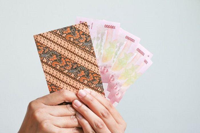 Ilustrasi uang tunai. Asyik bantuan dana KJP Plus Desember cair, uang jajan bikers aman nih.