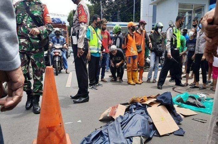 Geger pemotor Honda Vario tewas gara-gara mobil anggota polisi ugal-ugalan.