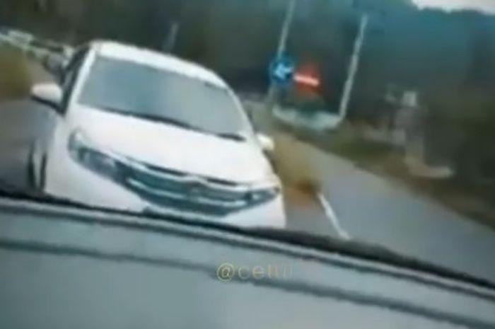 Viral pengemudi Suzuki dicegat debt collector