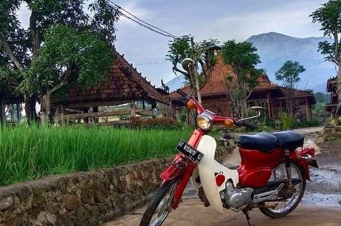 Pengasuh Pondok Pesantren Bina Insan Mulia, KH Imam Jazuli, berikan motor Honda C70 gratis asal melakukan hal ini.