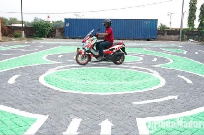 Beli motor dulu atau bikin SIM yang lebih penting?