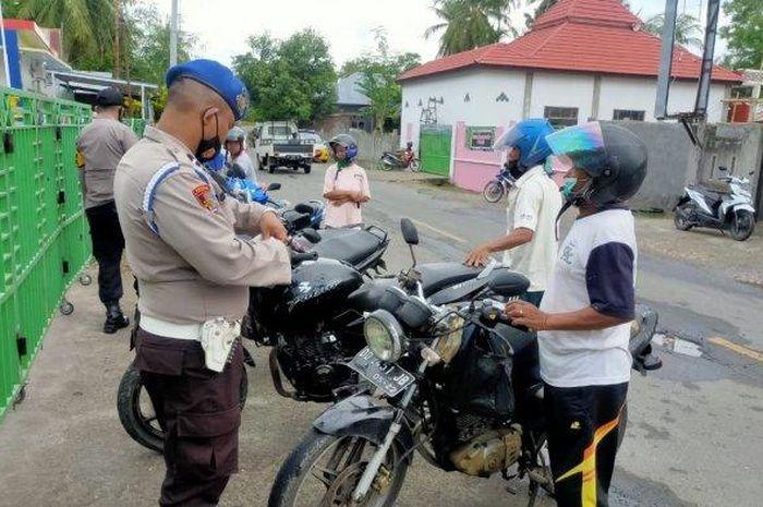 Pengendara Suzuki Thunder dan Bajaj Pulsar. Karena Modifikasi Ini, Pemilik Motor Suzuki Thunder Diburu polisi