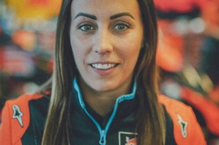 Tim Repsol Honda comot ahli elektronik KTM, Jenny Anderson ke paddock Marc Marquez sebagai penganalisis data.