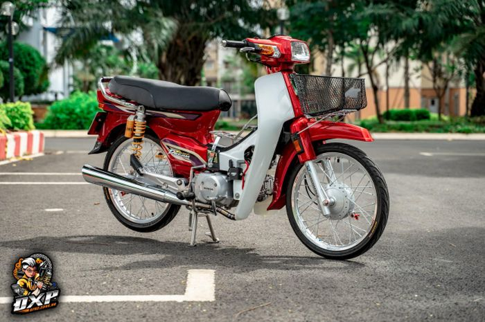 Modifikasi motor Honda Super Dream ini layak disebut 'bebek hedon'!