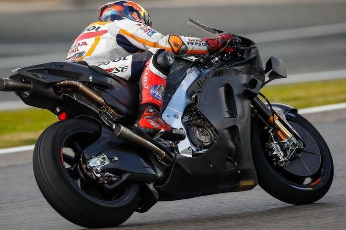 Motor MotoGP Honda RC213V 2021 yang diuji oleh Stefan Bradl dalam tes private di sirkuit Jerez ketahuan menyontek rangka dari Suzuki GSX-RR.