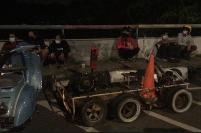 Pemotor Santai Kumpul-kumpul di Flyover, Polisi Datang Langsung Bubar