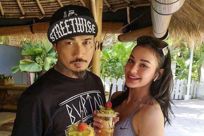 Jerinx SID bersama istrinya, Nora Alexandra