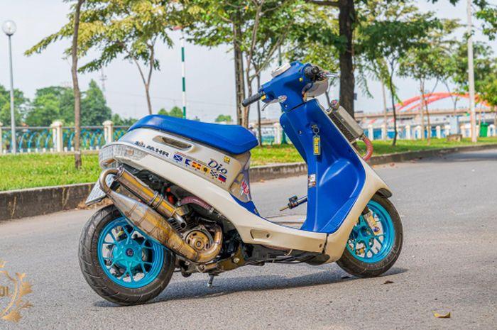 Wow, modifikasi motor skutik 2-tak Honda Dio, kecil-kecil gahar!
