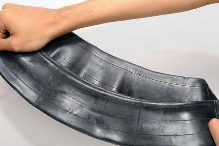 Ilustrasi ban dalam. Ban tubeless motor lebih baik dipasang ban dalam, mitos atau fakta.