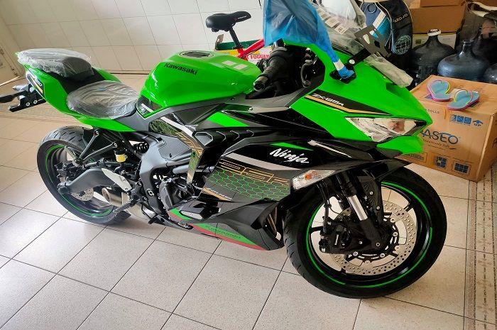 Kawasaki Ninja ZX-25R dijual seharga Rp 125 jutaan.