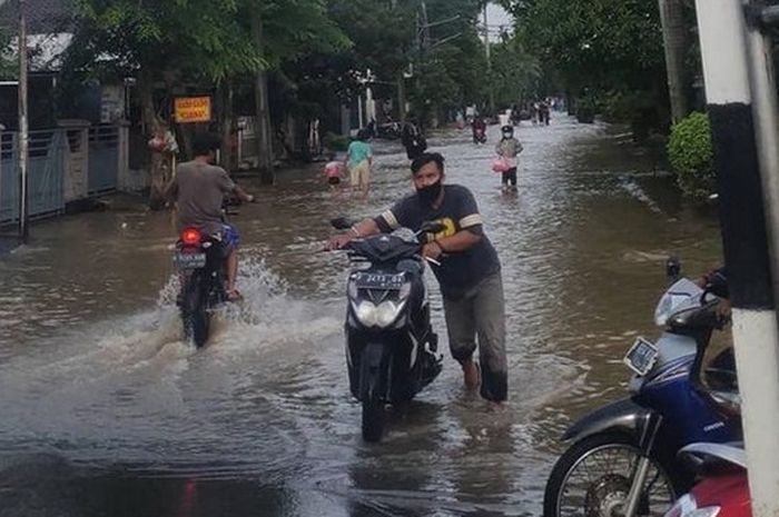 Ilustrasi 5 aplikasi mengindari motor kebanjiran