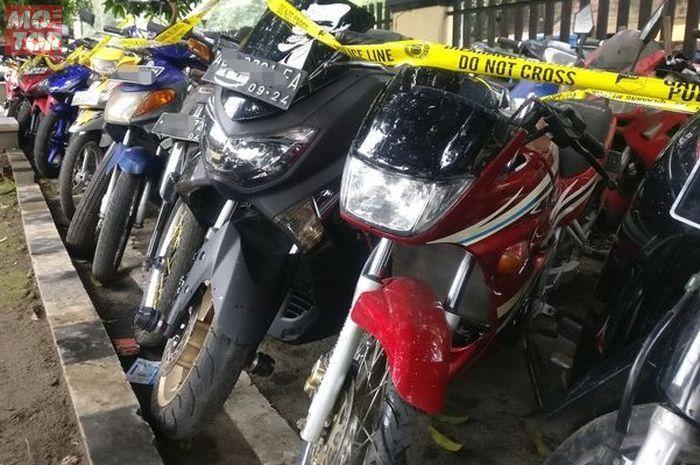 Pecinta motor 2-tak dijamin ngiler kalau melihat harta karun (motor lawas) hasil sitaan Polresta Surakarta.