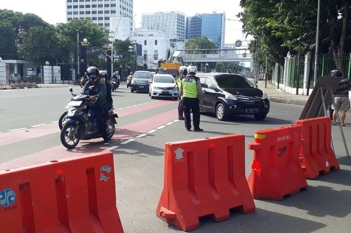Moge dan motor knalpot brong dilarang sunmori lewat Istana Presiden, Minggu (28/2/2021)