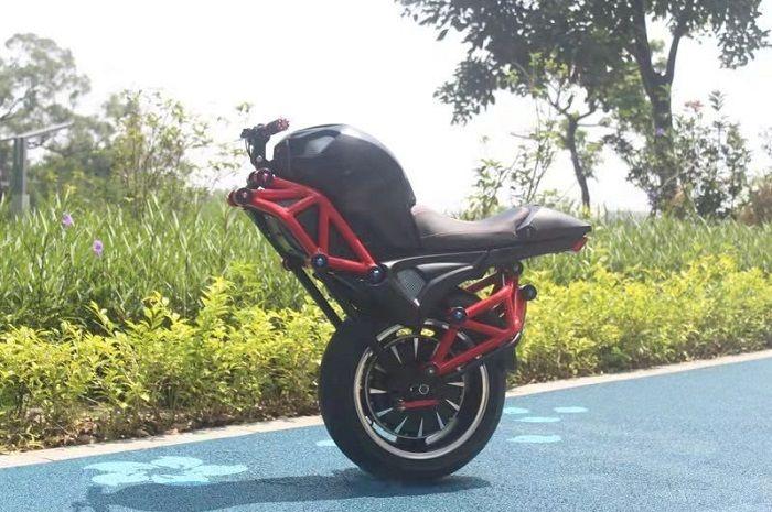 Motor listrik mirip Ducati Monster, harganya cuma segini.
