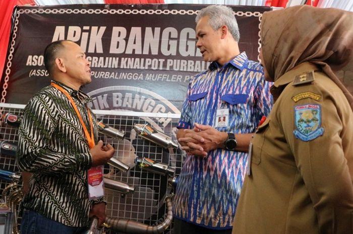 Edi Nurmanto dari Abenk Muffler berdiskusi dengan Gubernur Jateng Ganjar Pranowo