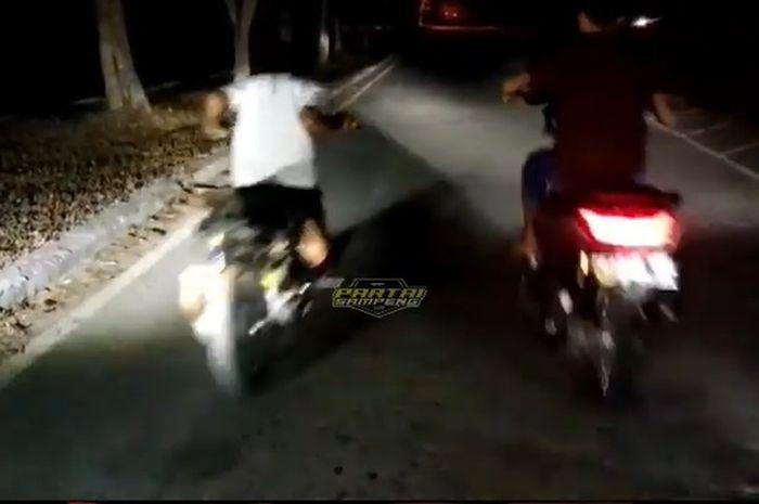 Viral di media sosial, vdeo aksi balap liar Yamaha NMAX melawan Yamaha Mio, endingnya malah dibikin malu.