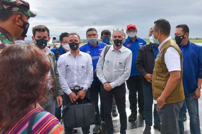 Gubernur NTB, Dr. H. Zulkieflimansyah, SE, M.Sc sambut perwakilan dari Dorna Sports mengunjungi sirkuit MotoGP Indonesia di Mandalika.