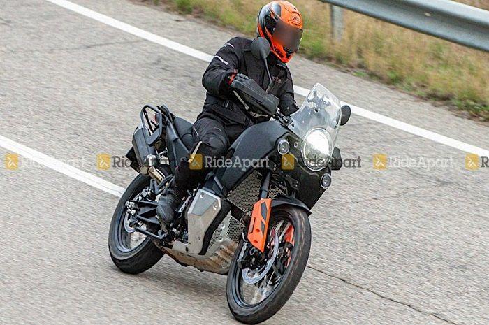 Wuih motor baru Husqvarna keciduk di jalan, kapan dilaunching?