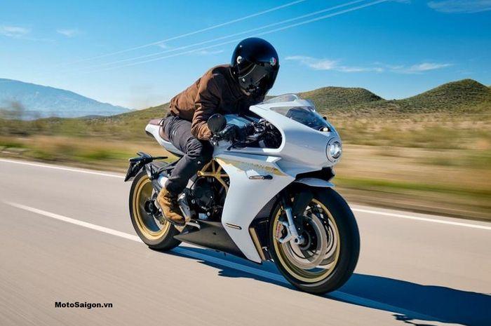 Motor sport baru MV Agusta Superveloce 2021 siap meluncur, punya dua varian, harganya bikin penasaran bro.