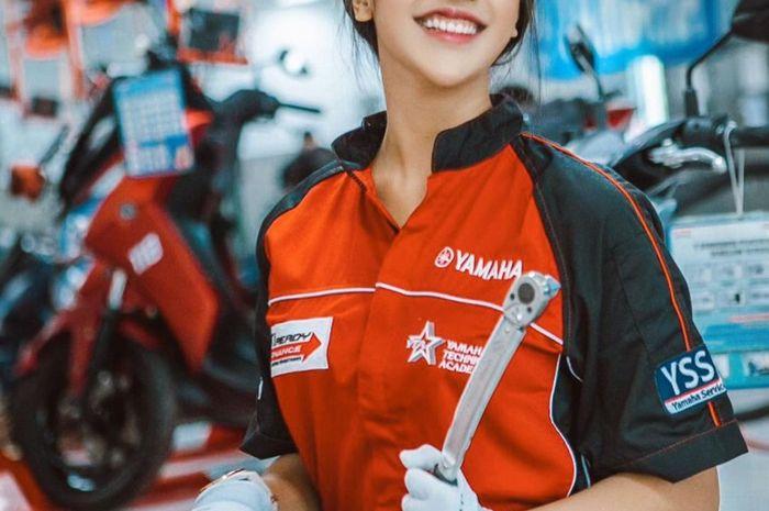 Potret Anya Geraldine jadi mekanik Yamaha
