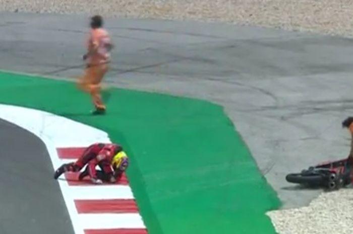Pembalap Tim Indonesia Racing Gresini terlibat crash pada Kualifikasi Moto3 Portugal 2021