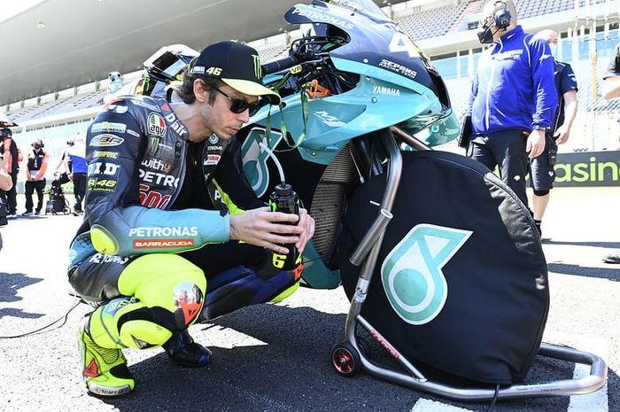 Bocor, diam-diam kabarnya antara Valentino Rossi, tim Petronas SRT dan Yamaha sedang bersitegang, gara-gara apa ya?