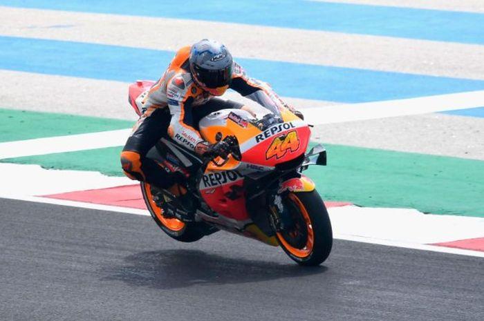 Sempat menjadi rival, pembalap tim Repsol Honda, Pol Espargaro bilang butuh rekan setimnya, Marc Marquez saat ini.