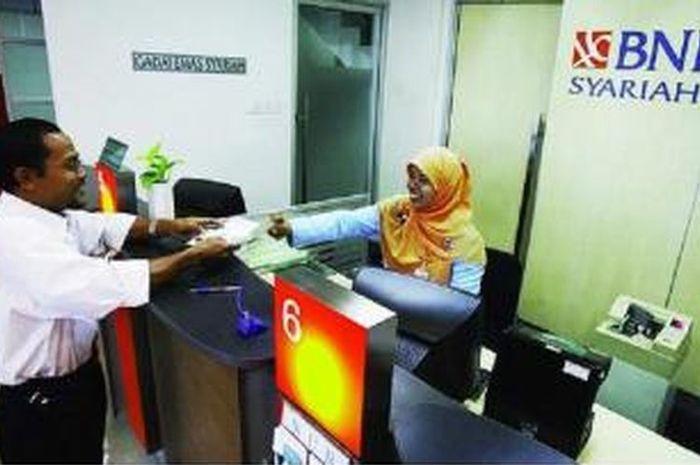 Foto ilustrasi pengambilan bantuan pemerinta di Bank BNI