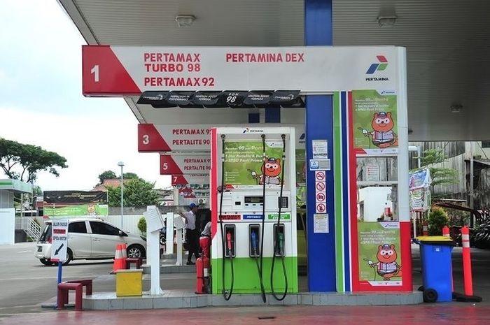 Ilustrasi SPBU Pertamina. Harga bensin Pertamax Series diskon segini lo!