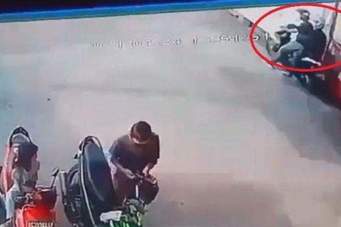 Pencurian motor ditengah keramaian
