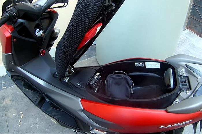 Jok Yamaha NMAX bisa dibuka otomatis tanpa hidrolik, kayak TMAX!