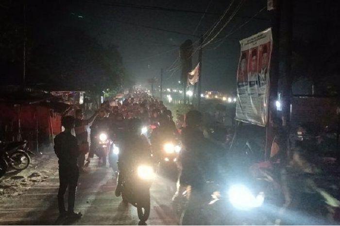 Pakai jalan tikus, ribuan pemudik motor lolos pos penyekatan di Indramayu.