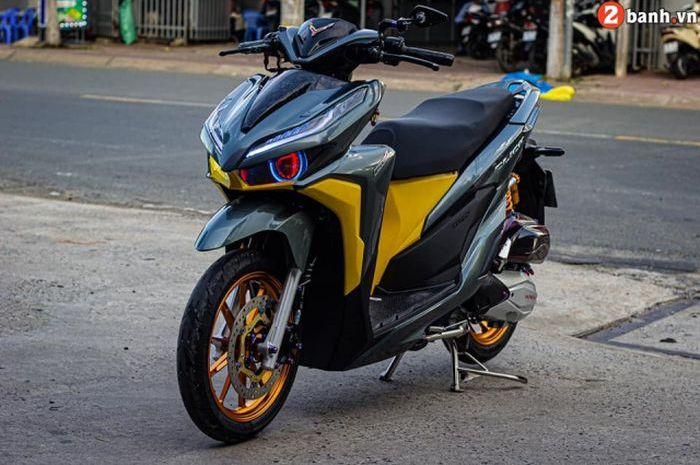Modifikasi Honda Vario 150, warna bodi kontras, aksesoris berkelas.