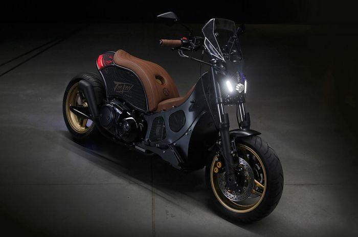 Modifikasi Yamaha TMAX dirombak ala cafe racer, muka mirip Yamaha MT-09!