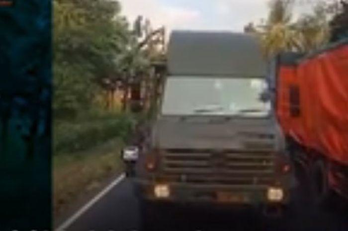 Sopir Truk Gak Kasih Jalan ke Rombongan Alutsista TNI Viral, Polisi Langsung Lakukan Ini